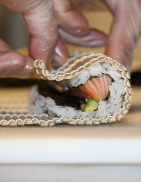 preparazione sushi bolzano